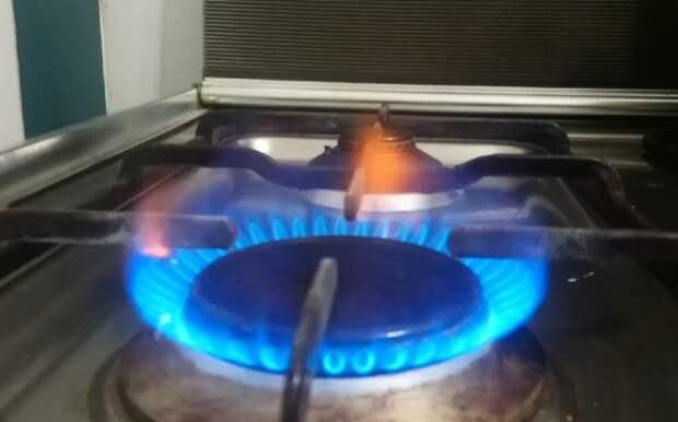 Жители Астрахани пожаловались на запах газа