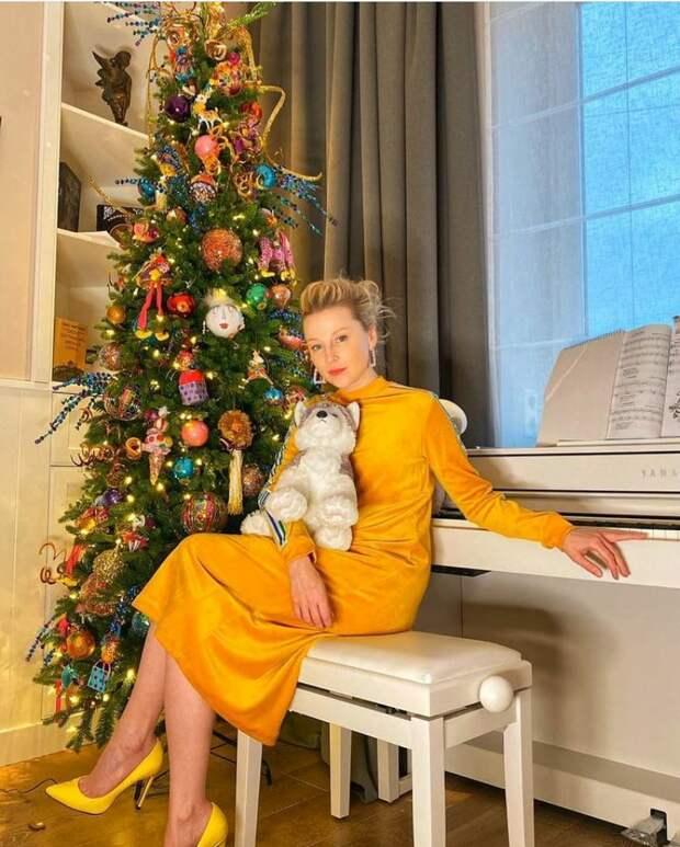 """Елка """"Цирк"""" или """"Конфетти"""" для актрисы Ольги Медынич. @instagram.com/elena_ksenofontova_official/"""
