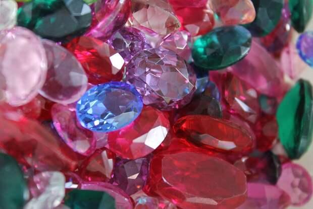 Цветные драгоценные камни и мелкие бриллианты могут освободить от импортных пошлин