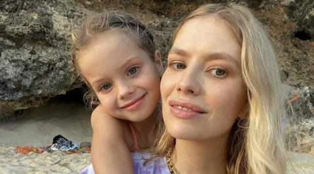 34-летняя модель Лена Перминова родила четвертого ребенка