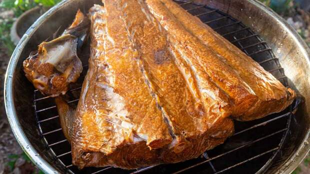 """Домашняя коптильня: как приготовить вкусную рыбу с """"дымком"""""""