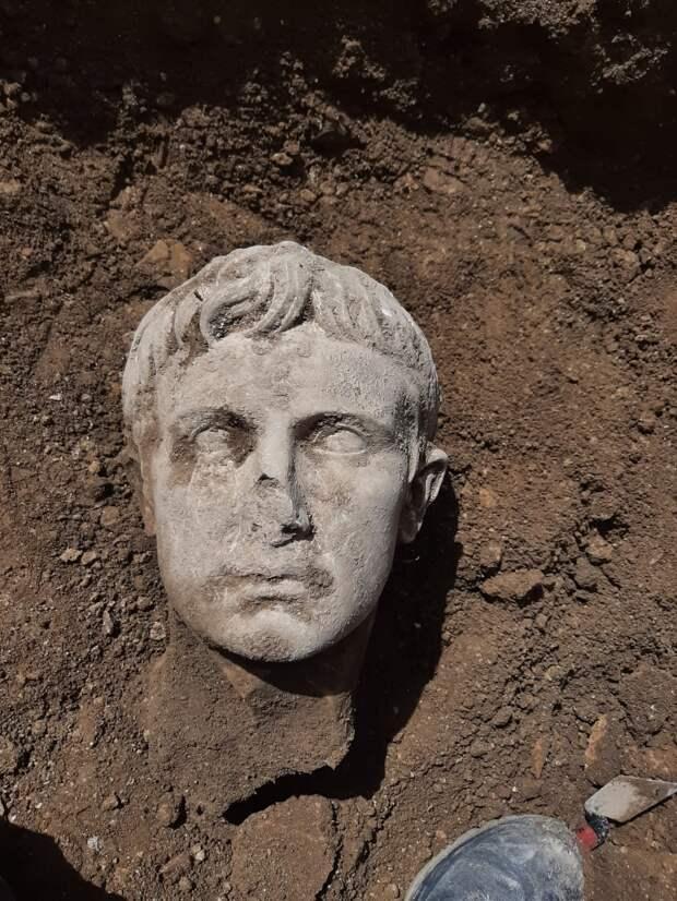 В Италии найдена мраморная голова первого императора Рима