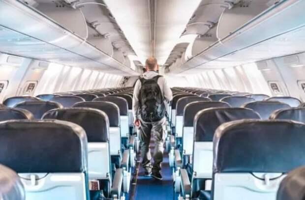 Бортпроводники назвали худшие случаи уборки самолета после пассажиров