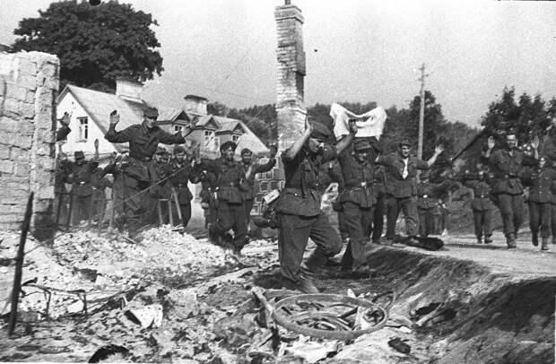 Германия, 1945: соглашаемся на безоговорочную капитуляцию на суше, на море и в воздухе