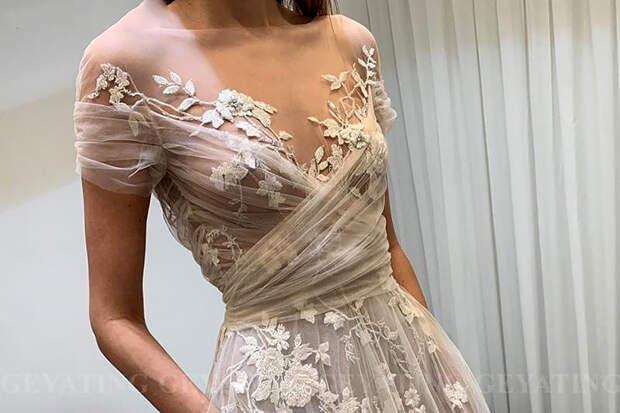 Невеста возмутила пользователей «чересчур откровенным» платьем