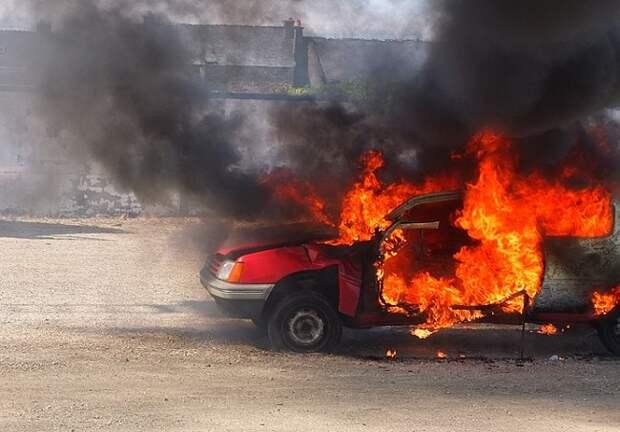 В Сочи женщина подожгла 11 автомобилей