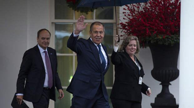 """""""Все дороги ведут к Путину"""": Трамп похвастался фото с Лавровым. Американцы заподозрили предательство"""