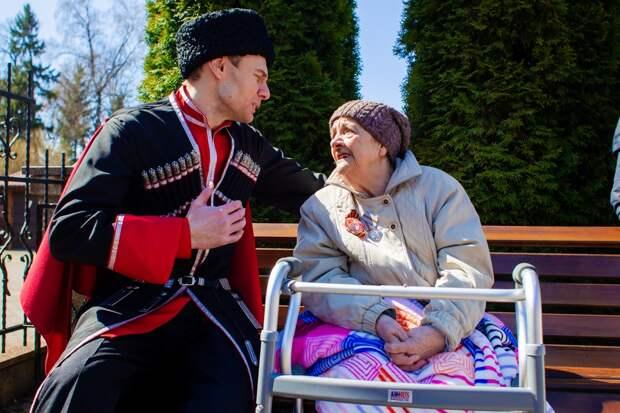 Мечты победителей: казачий ансамбль дал персональный концерт для блокадницы