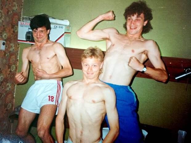 Футболисты сборной СССР Геннадий Перепаденко, Валерий Карпин, Игорь Шалимов. Начало 1990-х.