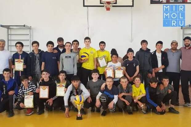 Первенство по волейболу на призы «Единой России» прошло в Лакском районе