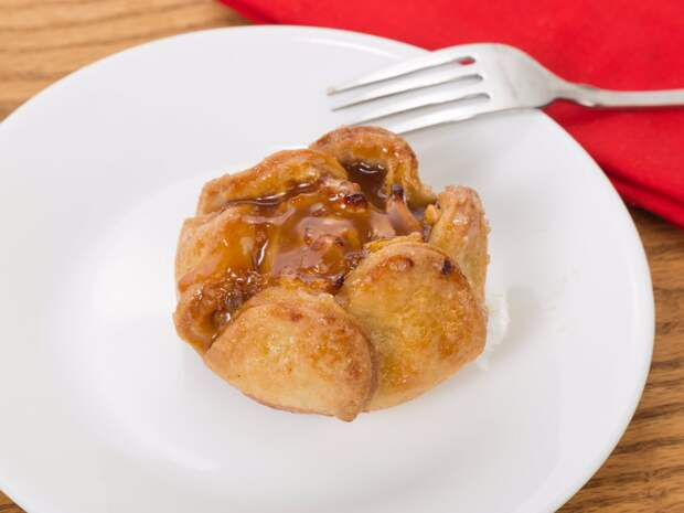6. Америка, яблочные дамплинги. Десерт амишей из запеченных в тесте яблок с корицей и сахаром.