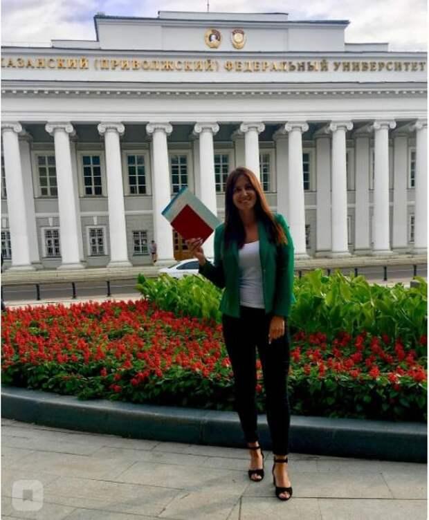 Последние фото 26-летней учительницы, показали ученики казанской гимназии