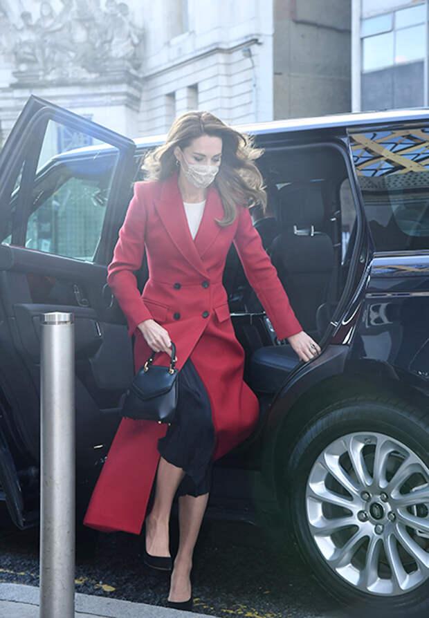Кейт Миддлтон и принц Уильям встретились с финалистами фотоконкурса Hold Still