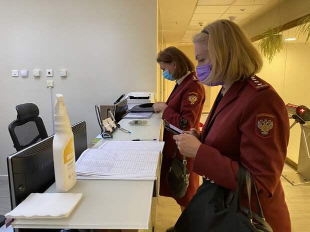 Смольный провел рейды по петербургским ТЦ. Штрафуют в том числе посетителей