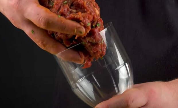 Засовываем фарш в пластиковую бутылку и делаем люля-кебаб как в ресторане