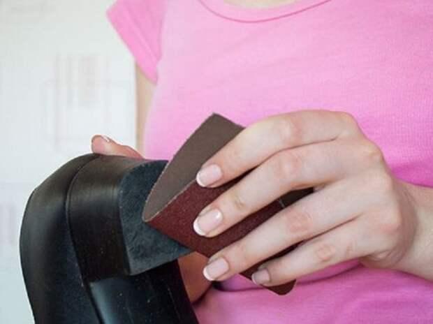 Устойчивой зимнюю обувь можно сделать с помощью наждачки / Фото: news.myseldon.com