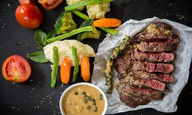 Интересный рецепт стейка из говядины с кофейной корочкой.
