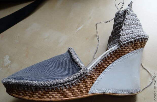 Декорируем старые босоножки джинсами, льняными нитками и арбузными семечками