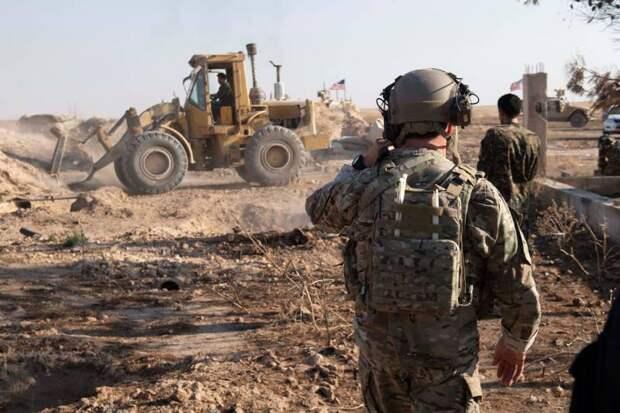 После удара неидентифицированных БПЛА американская база в сирийской провинции Хомс объята пламенем