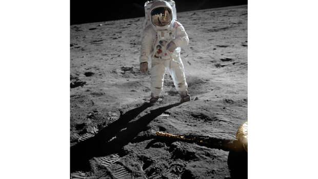 Американский астронавт Олдрин Базз на Луне, 1969-й год