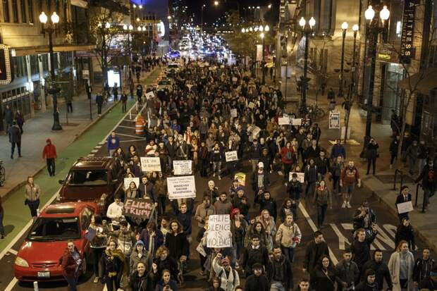Не мой президент: тысячи американцев протестуют против избрания Дональда Трампа президентом США