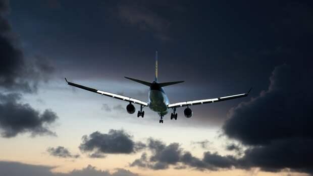 Авиарейс до севера Сахалина был задержан из-за циклона