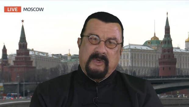 """Сигал дал """"резкое"""" интервью о России и США"""