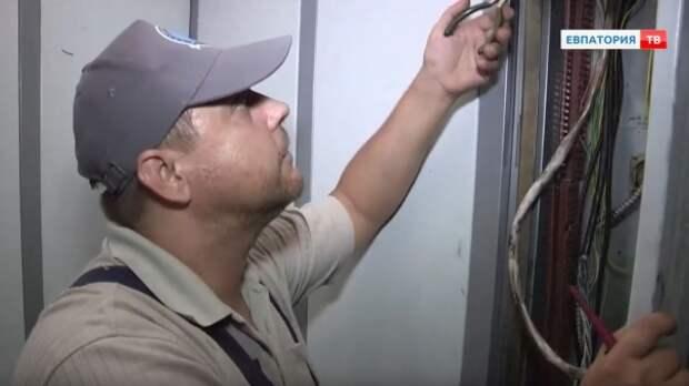 В Евпатории старые лифты заменят на новые