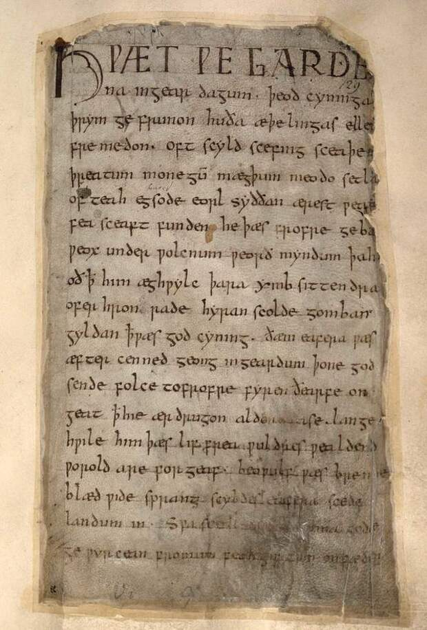 Рукопись поэмы «Беовульф».