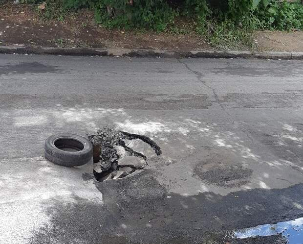 Асфальт провалился на улице Пастухова в Ижевске