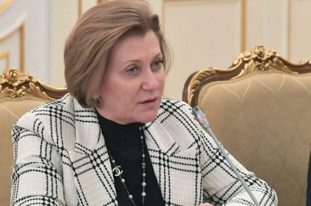Попова назвала пандемию без локдауна основной задачей в борьбе с COVID-19
