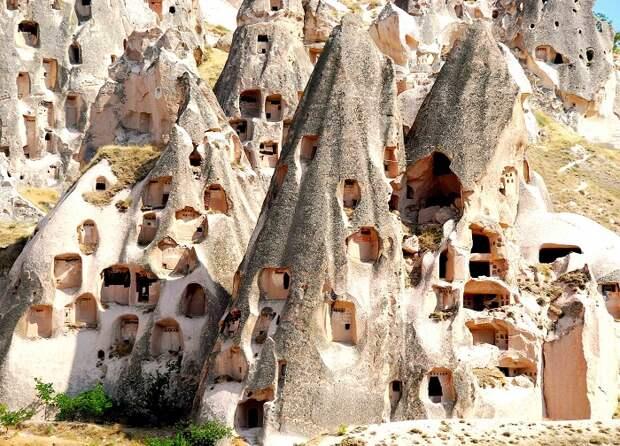 Каппадокия - подземные города и монастыри.   Фото: putidorogi-nn.ru.
