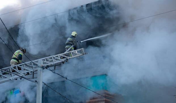 Изгоревшего здания воВладивостоке вывели более 50 человек
