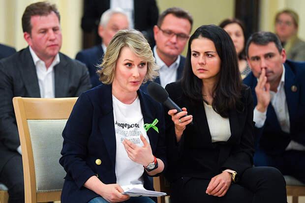 """На фото: основатель и управляющий партнер сети семейных кафе-кондитерских """"АндерСон"""" Анастасия Татулова (слева)"""