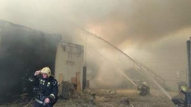 Пожар на складе в Краснодаре охватил почти триста квадратов ВИДЕО