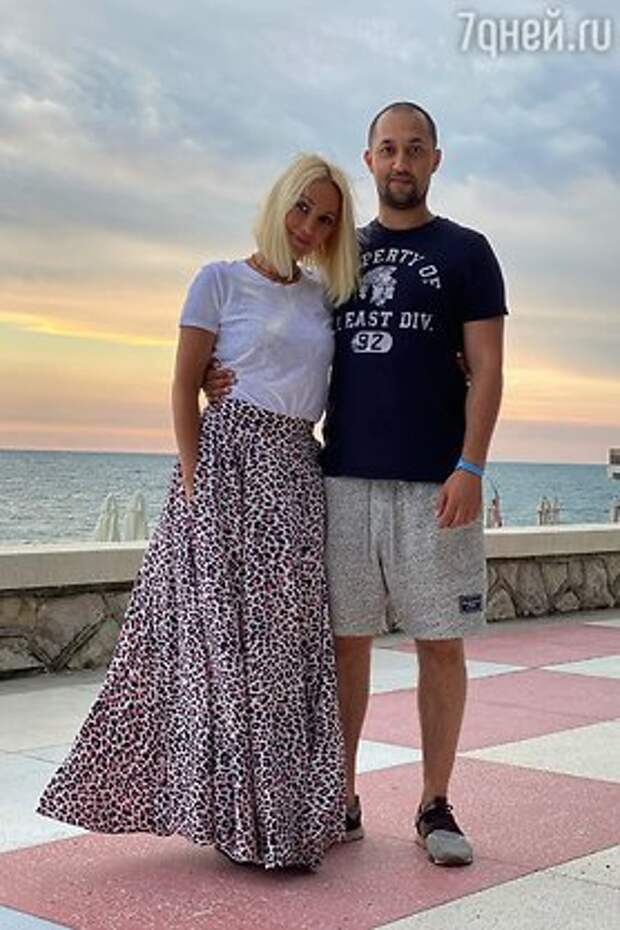«Сестра со старшим братом»: Кудрявцева удивила фанатов снимком с сыном