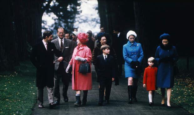 Принцу Филиппу – 100 лет: 30 фотографий мужа королевы Елизаветы II в кругу семьи