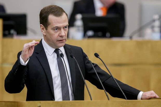 Медведев заявил о движении мира в сторону четырёхдевной рабочей недели