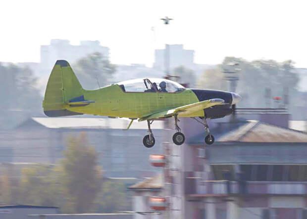 Тренировочный самолет Як-152 совершил первый полет