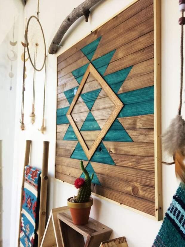 деревянный пэчворк на стене