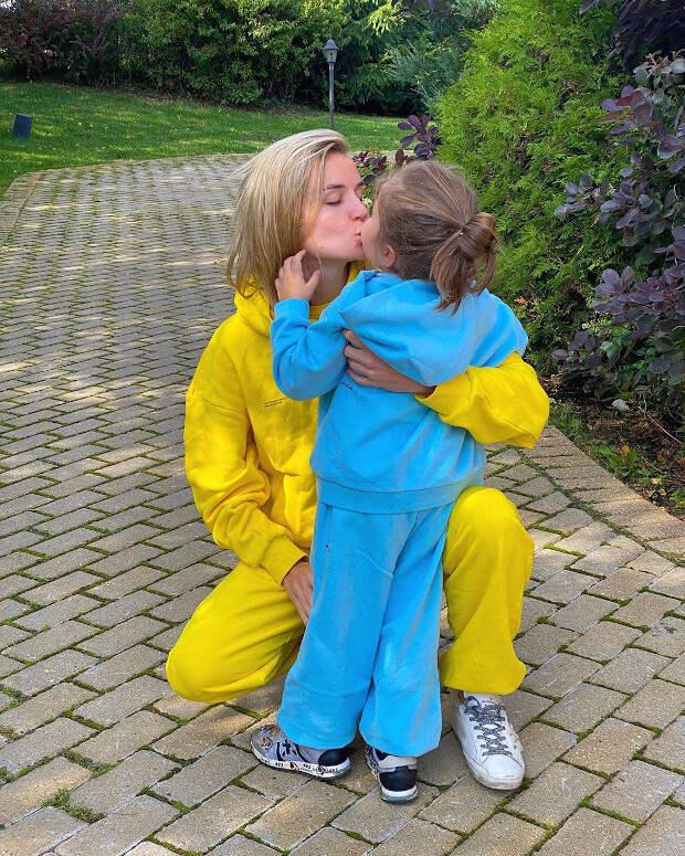 «Так похожа на маму!»: Полина Гагарина выложила новое фото с трехлетней дочерью