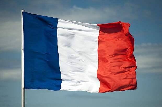 Франция вводит карантин для въезжающих из четырех стран