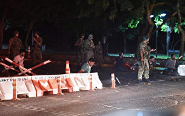 Переворот в Турции: военные пытаются захватить власть