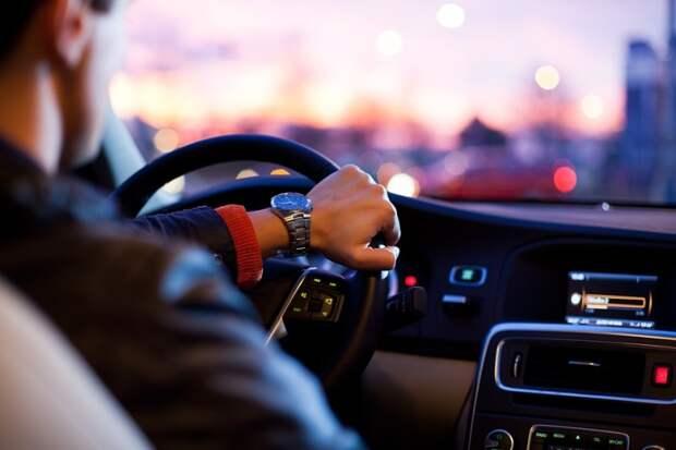Авто, водитель. Фото: pixabay.com