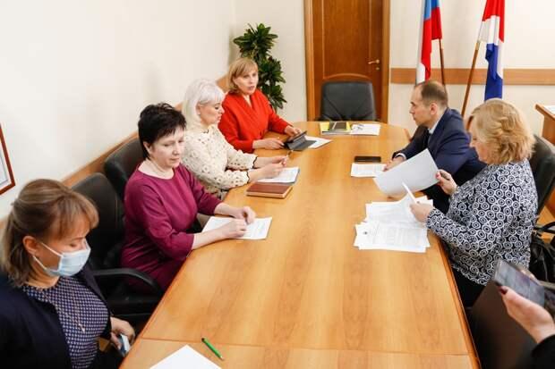 Профсоюзы Приморья требуют закрепить в регионе размер минимальной зарплаты