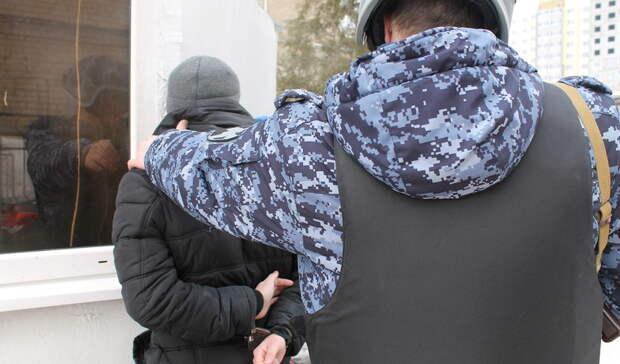 В Бузулуке пьяный мужчина бросался на людей с ножом