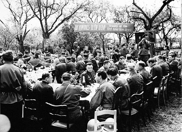 Военные устраивали настоящие праздники по поводу этих встреч.