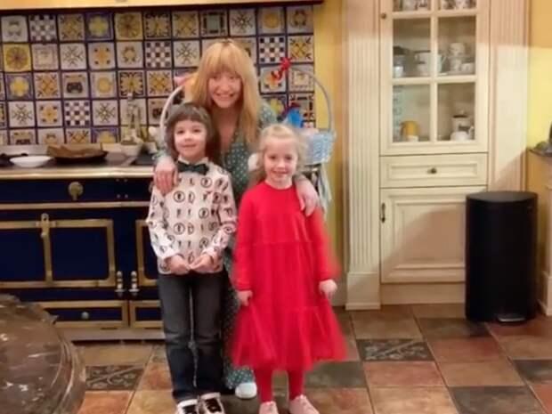 Алла Пугачева попросила 6-летнюю дочь говорить не по-русски