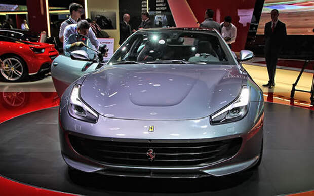 Махнул не глядя: Ferrari GTC4Lusso T поменял полный привод на турбонаддув