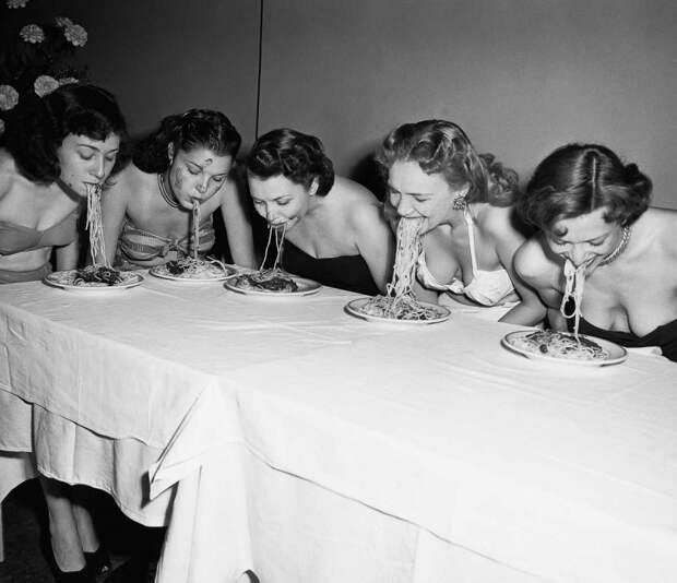 1915–1987 годы: конкурсы по скоростному поеданию пищи